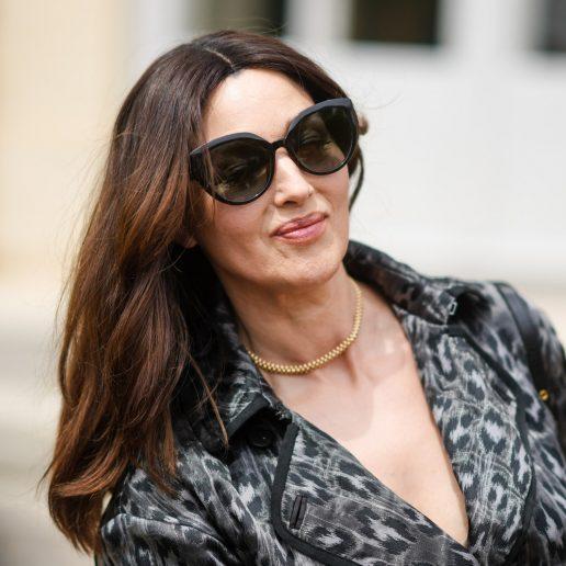 Monica Bellucci: Πώς διατηρεί τα πλούσια καστανά μαλλιά της;