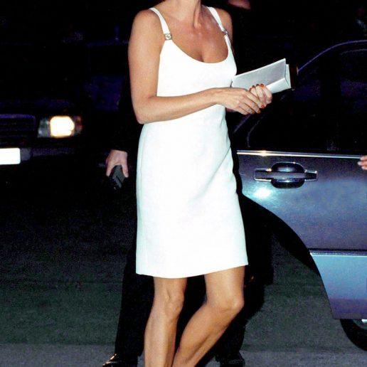 Αντίο μικρό μαύρο φόρεμα, το λευκό φόρεμα είναι η επιλογή μας για το καλοκαίρι