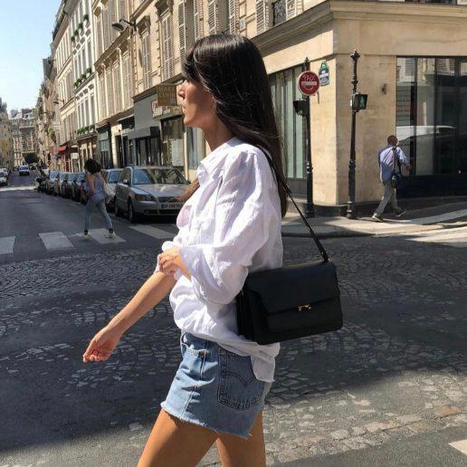 Τζιν σορτς + λευκό πουκάμισο: Πώς θα πετύχετε τον πιο parisian chic συνδυασμό
