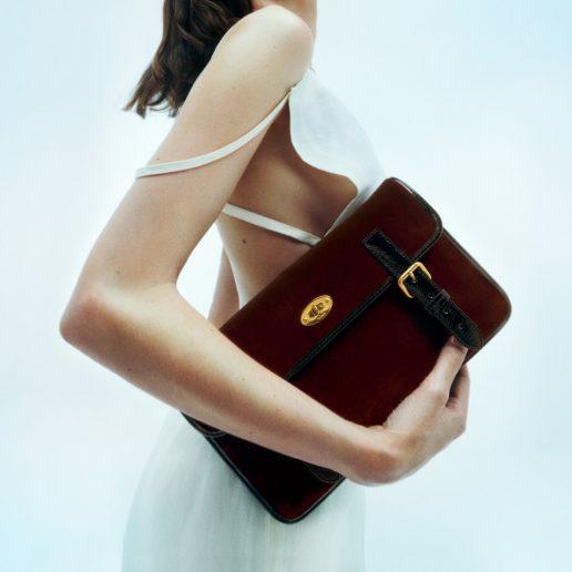 Η Alexa Chung σχεδιάζει δύο νέες It bags για τον οίκο Mulberry