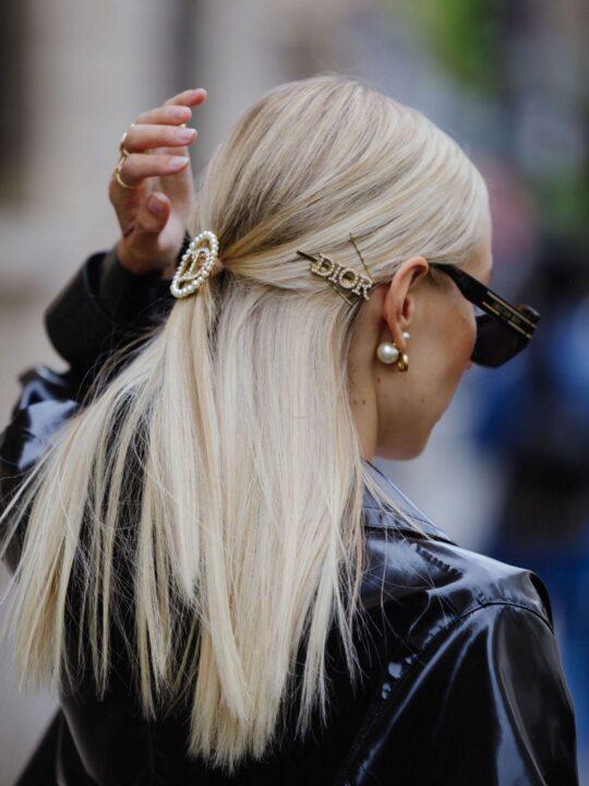 5 τρόποι να στρέψετε όλα τα βλέμματα στα μαλλιά σας, σύμφωνα με το street style