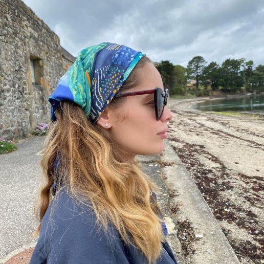 Headscarf: 6 τρόποι να φορέσετε το φουλάρι στα μαλλιά αυτό το καλοκαίρι