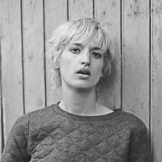 Filep's Scrapbook: Agathe Rousselle – η πρωταγωνίστρια της ταινίας Titane, απαντά στο ερωτηματολόγιο του Marcel…