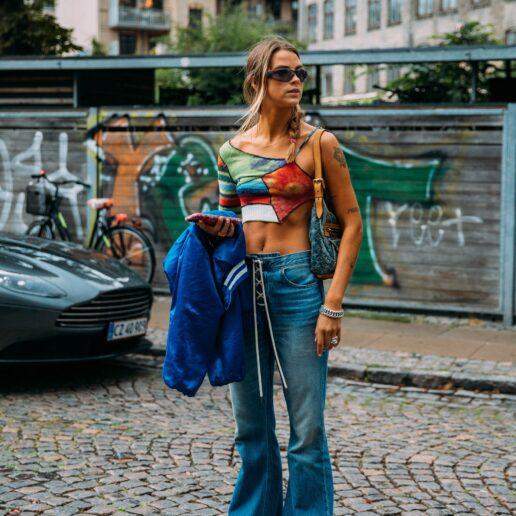 Παντελόνι με κορδόνια: Το rock chic επιστρέφει στο street style