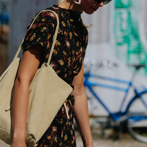 Οι tote bags του φθινοπώρου χωρούν όλα τα απαραίτητα