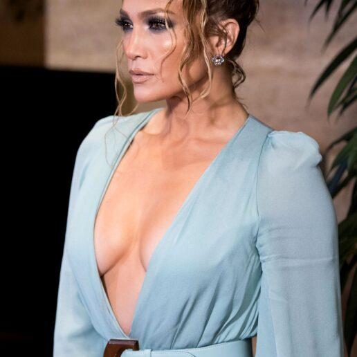 Jennifer Lopez: Τα χτενίσματα που την κάνουν να δείχνει νεότερη