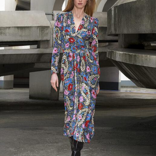 Μίντι φόρεμα: 5 στυλ απαραίτητα για το φθινόπωρο