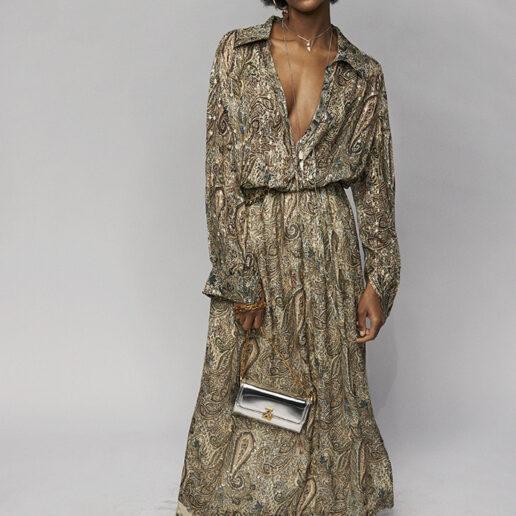 Τα φορέματα του φθινοπώρου συνδυάζονται με ζώνες