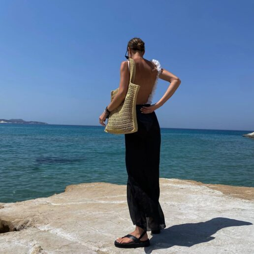 Μαύρο φόρεμα και το καλοκαίρι: 7 εμφανίσεις που θα αντιγράψουμε