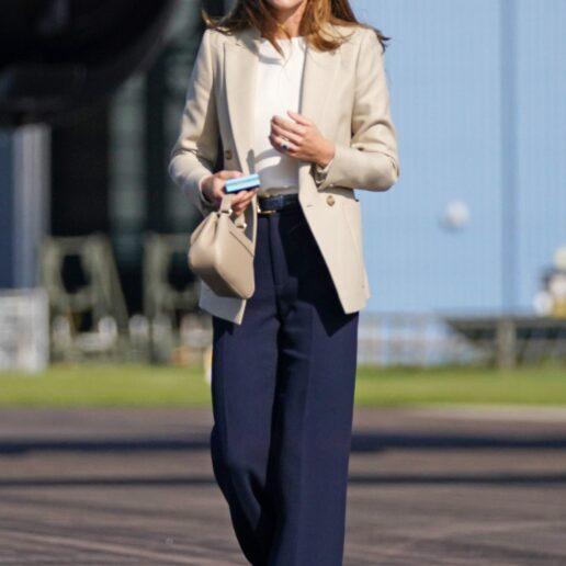 Kate Middleton: Φόρεσε το ιδανικό κρεμ blazer για το γραφείο
