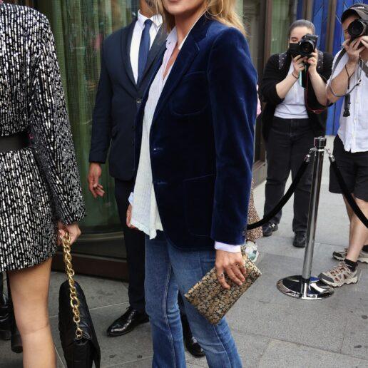 H Kate Moss κάνει ξανά τάση το boot-cut τζιν