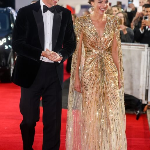 H Kate Middleton στo πιο glam look ever για την πρεμιέρα του No Time To…