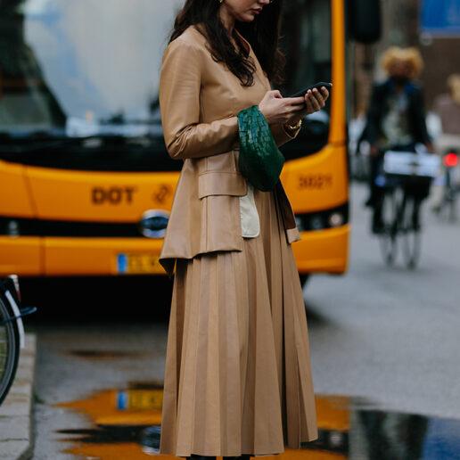Επιστροφή στο γραφείο: Τι φορούν τώρα οι Vogue Editors;