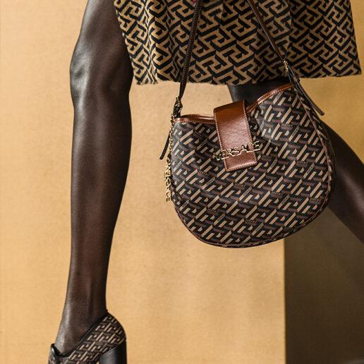 La Greca: To νέο print του οίκου Versace αντλεί έμπνευση από τον αρχαιοελληνικό πολιτισμό