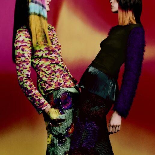 Dries Van Noten: Η SS22 συλλογή εμπνέεται από τα χρώματα των φεστιβάλ