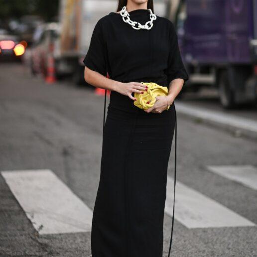 Μαύρο φόρεμα: 7 street style για να το φορέσετε σωστά