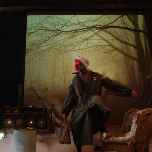 To SS22 film του John Galliano για τον Maison Margiela είναι μια δέσμευση για το…