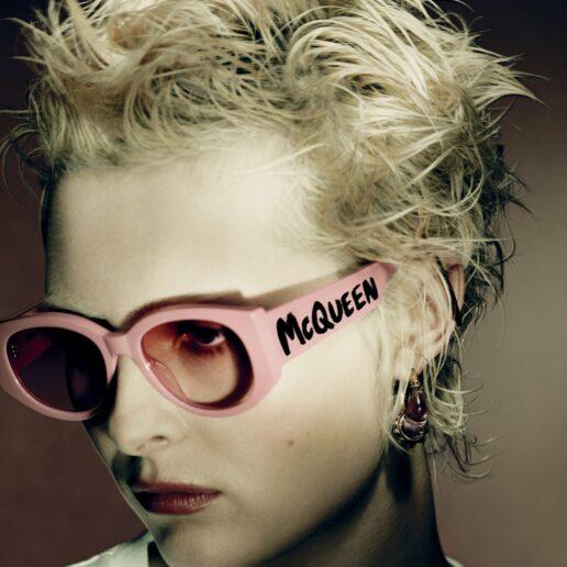 Graffiti: H νέα iconic συλλογή γυαλιών ηλίου του Alexander McQueen