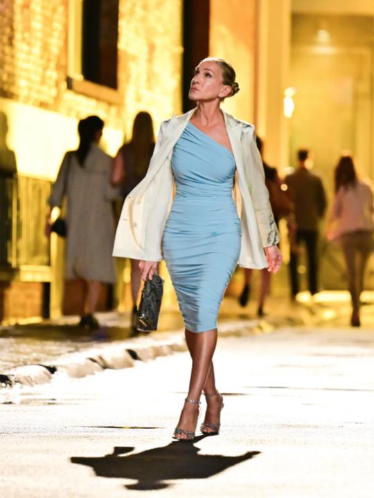 Η Sarah Jessica Parker μας συστήνει το νέο «Carrie Dress»