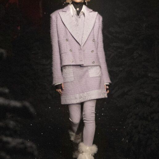 Μετά το tweed σακάκι, οι tweed φούστες είναι η νέα μας εμμονή