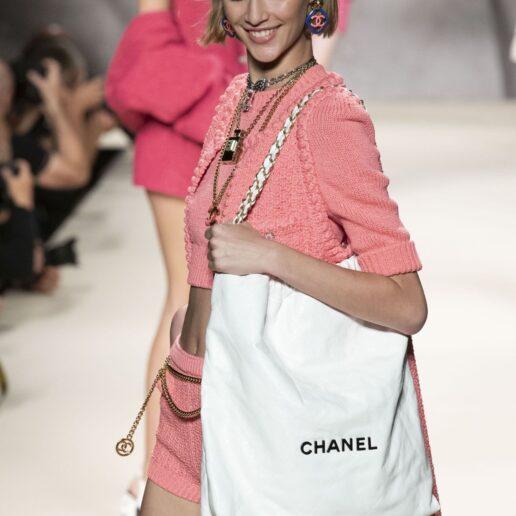 Ο οίκος Chanel πρότεινε το τέλειο καρέ για την άνοιξη