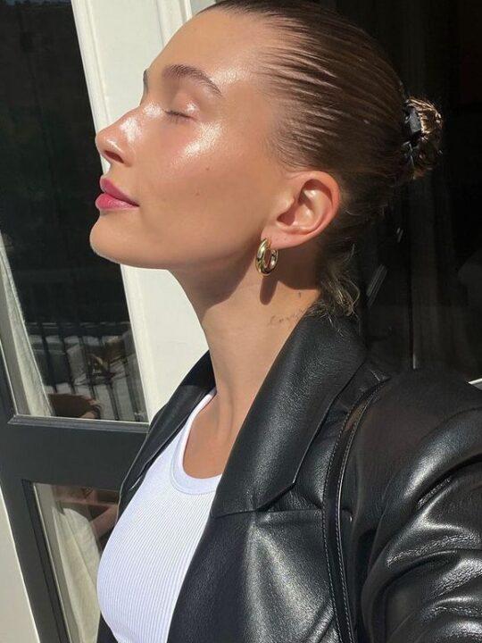 Glowy skin: Η Hailey Bieber έχει το μυστικό