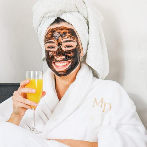 Γιατί να προσθέσετε μια μάσκα αργίλου στη beauty ρουτίνα σας;