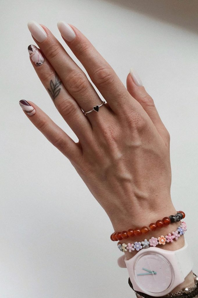 Instagram @nailplace.manicure